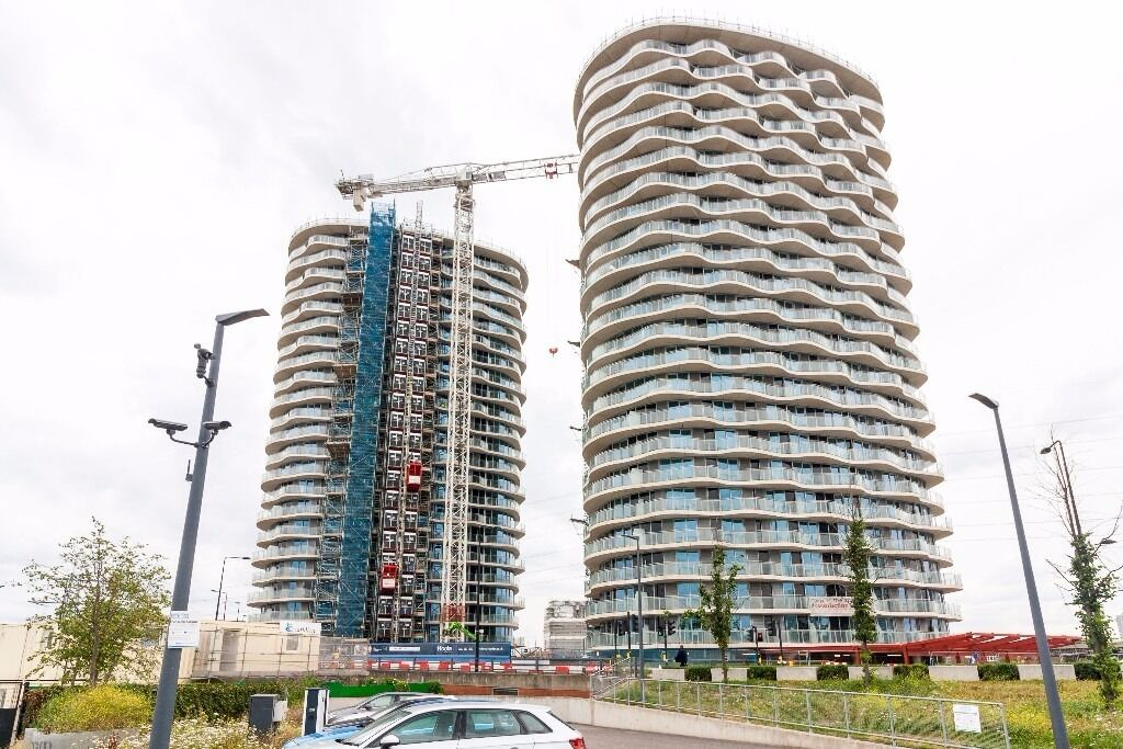 @ Hoola London, - A Selection of Brand New Two Bedroom Apartment Seconds from the DLR - Dock views!