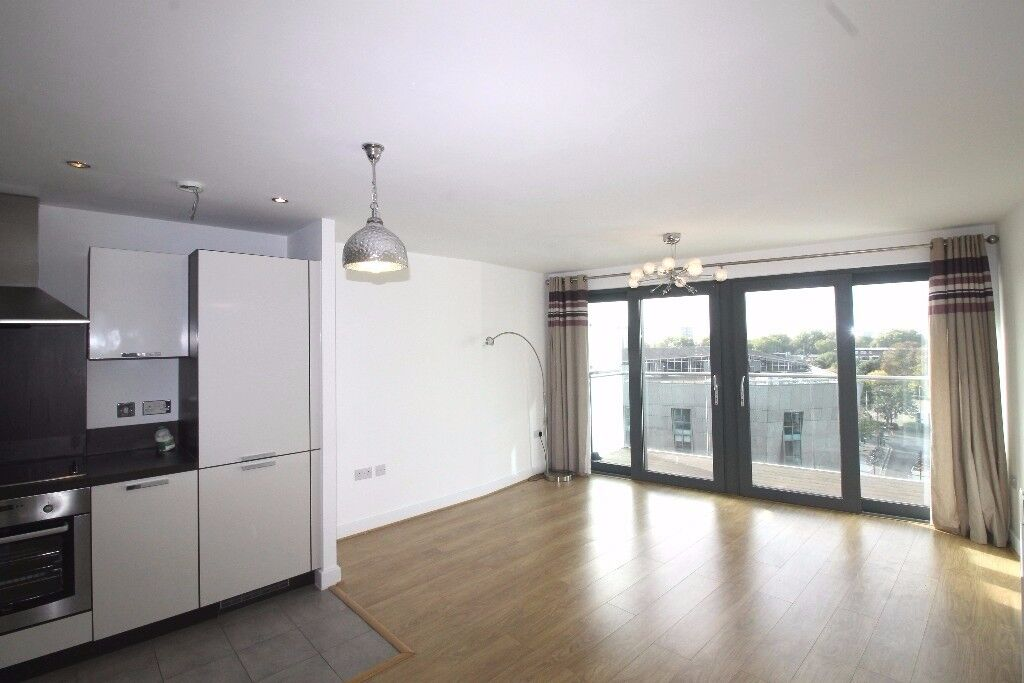 ** MODERN STYLE 1 BED FLAT WITH BALCONY AND GYM NEXT TO CANADA WATER, SE16 - AW
