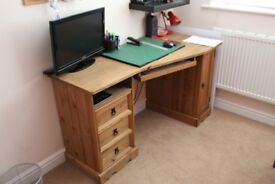 DESK HOME OFFICE WORK STATION COMPUTER DESK IN WALNUT PINE. IN GREAT CONDITION 2 YEARS LOD