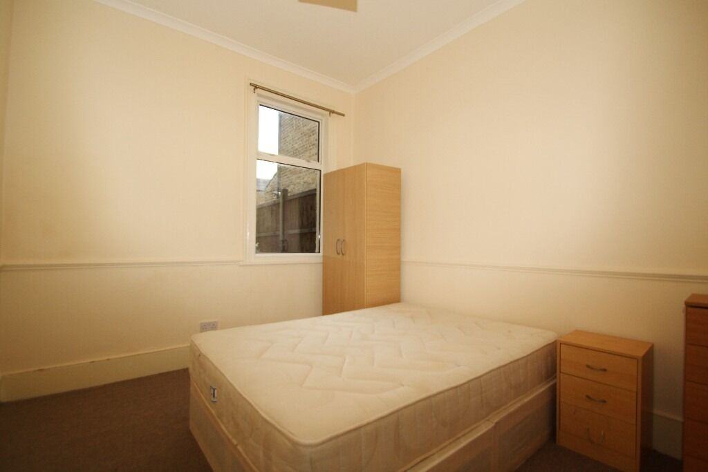 All bills included Large Room Close to Turnpike Lane Piccadilly Line Underground Haringey Overground
