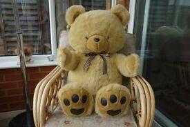 Cuddly teddy bear by 'Toys R Us'. As new. £8.