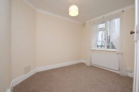 3 bedroom terraced house to rent, Glenwood Avenue, Rainham