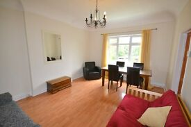 A DELIGHTFUL 2 BEDROOM CONVERSION FLAT CLOSE TO EALING BROADWAY