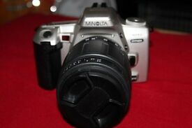 THE MINOLTA 404SI DYNAX 35MM FILM SLR CAMERA IN GREAT CONDITION