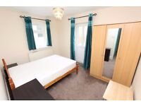 Double Bed in Rooms for rent to professionals and postgraduates in modern flat in Camden area