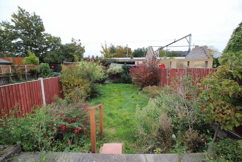 Nice Homely 4 bedroom house with a garden Now Available, Chadwellheath, Romford. DSS Considered.
