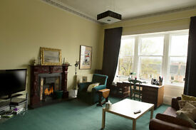 2 Bd Attractively furnished flat, West End, steps from GW Rd & next to Botanic Gardens