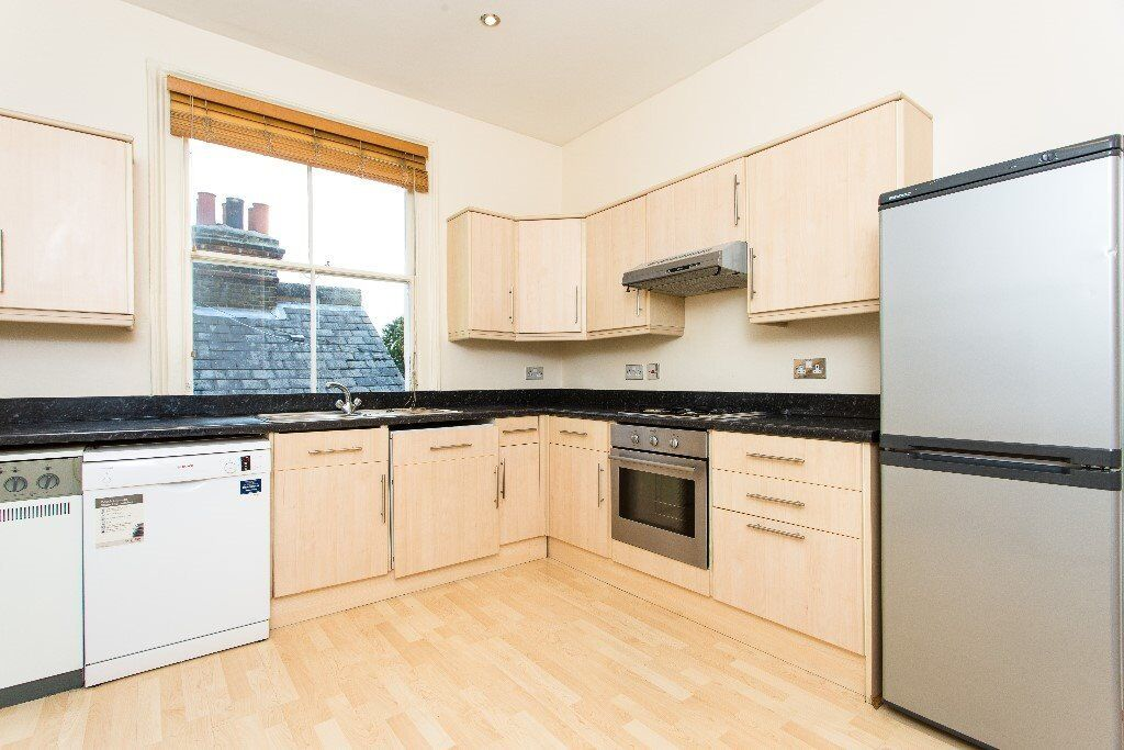 LARGE THREE BED FLAT !!!!!!!!!!!! TWO BATHROOMS !!!!!!!!!!!!!!