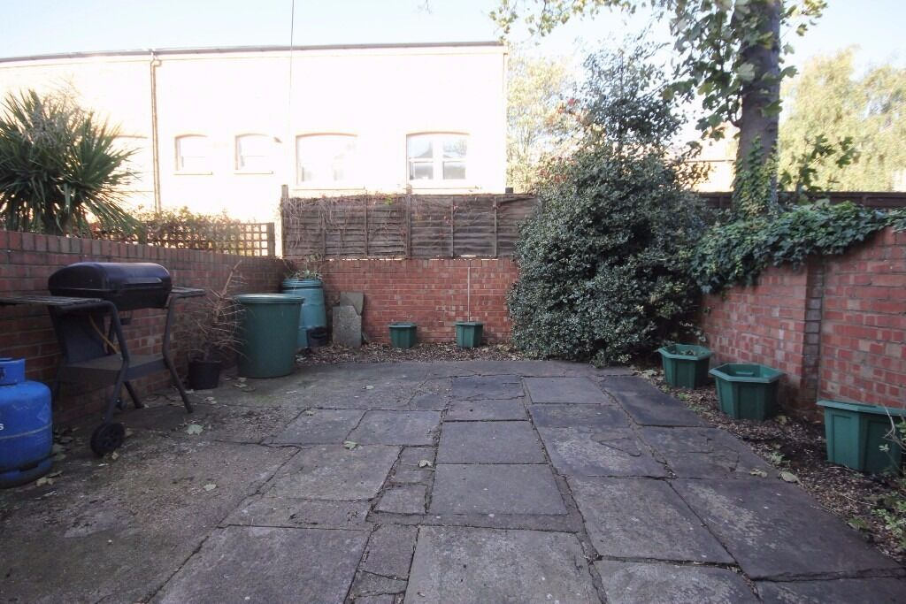One double bedroom period conversion with private patio garden close to Finsbury Park station