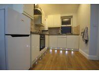 4 bedroom flat in Garratt Lane, Earlsfield, SW17