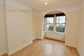3 bedroom house in Bernard Avenue, Northfields, W13