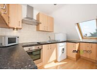 ***A HUGE 926 SQ FT, NEWLY REFURBISHED 1 DOUBLE BEDROOM FLAT CLOSE TO WOODSIDE PARK TUBE @@!!!!