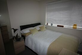 Double Ensuite room in a superb newly refurbished house. Off road parking available.