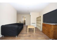 3 bedroom townhouse in Ambassador Square, a charming development within easy reach of Canary Wharf.