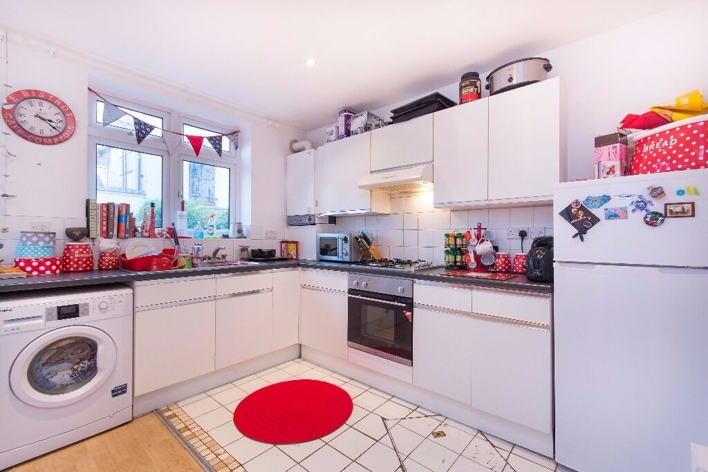 ***ASCOT ROAD, SW17 - A STUNNING 4 DOUBLE BEDROOM HOUSE WITH WITH PRIVATE GARDEN***