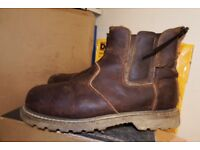 Used Workwear at Low Low Prices-Clothing and Safety Boots-Dewalt-Site-Bargain Prices