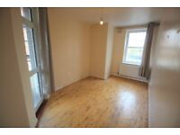 Vacant 1 bedroom flat located of Salmon Lane, walking distance to Limehouse DLR Station. £1350PCM