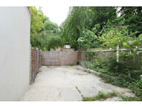 Beautiful very spacious 4 bedroom 3 story house with private garden located in Manor House