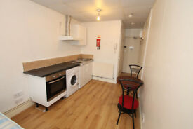 Superb newly refurbished cosy studio ideally located in Islington N1.