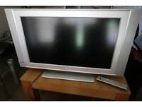 Philips 32PF5520D 32 inch HD Ready LCD TV with stand