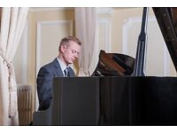 Norfolk Pianist, available for weddings, corporate events, parties and restaurants