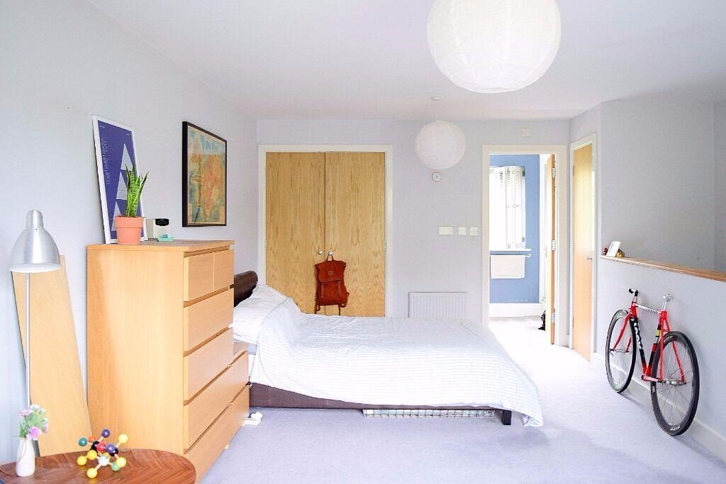 Huge couple-friendly double room in Islington