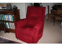 Electric Lift & Rise Recliner Armchair, excellent condition, easy to use handset.