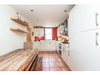Modern 2 bedroom flat in Goodmayes part dss acceptable with guarantor