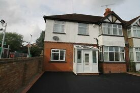Henley Road-AVAILABLE NOW- FIVE BEDROOMS HOUSE- CAVERSHAM