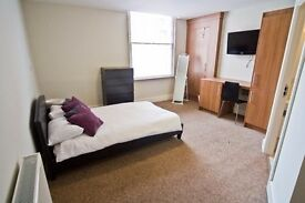 *AVAILABLE FOR 2017-18 ACADEMIC YEAR** Superb furnished double bedroom with en-suite