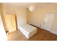 AVAILABLE NOW 2 BED ROMFORD RM1. Suit City professionals due to proximity to TRAIN station.