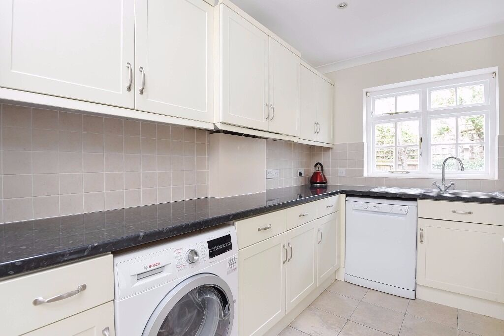 *AVAILABLE NOW* A SPACIOUS TWO DOUBLE BEDROOM GROUND FLOOR GARDEN FLAT ON SALCOTT ROAD, BATTERSEA