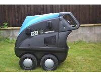PANTHER EDGE 2 HOT AND COLD PRESSURE WASHER