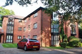 Lovely big 2 bedroom flat - right by Walton station - NO FEES