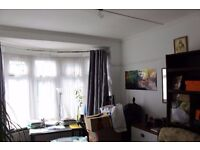 AVAILABLE NOW !!SPACIOUS 5 BEDROOM FLAT TO LET BEWARE OR BE SQUARED !! £1,990 Heathcote Ave, Ilford