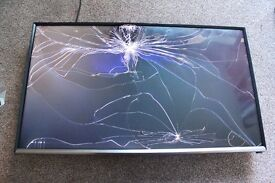 """SAMSUNG T32E390SX Smart 32"""" LED TV, Bargain, Cracked SCREEN, OPEN TO OFFERS, £30"""
