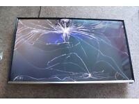 """SAMSUNG T32E390SX Smart 32"""" LED TV, Bargain, Cracked SCREEN, OPEN TO OFFERS RRP £320"""