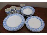 BLUE/OFF WHITE DINNER SET OF 4 (16 PIECES IN TOTAL)