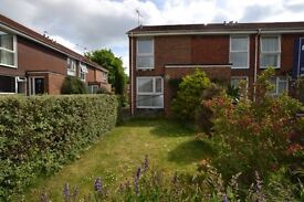 Beautiful 2 Bedroom House - Close to Town and Train Station
