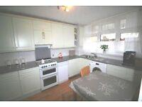 Large 3 double bedroom flat, Roehampton, modern kitchen, separate Lounge, 2 wc's, 5 mins Barnes Stn