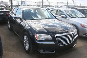 2012 Chrysler 300 Limited S/ROOF, LEATHER, LOW KMS!
