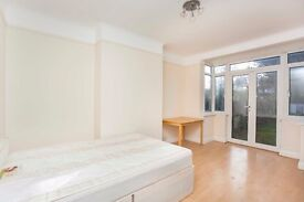 large four bedroom house in hendon , perfect for middlesex university student , £635 Per week