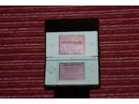 NINTENDO DS LITE + 2 DS Games