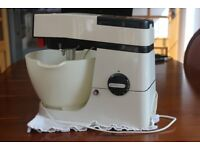 Kenwood Chef Food Mixer A901. Clean, good working order. K beater, plastic bowl and cover.