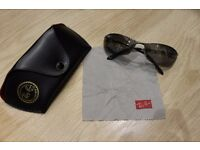 Genuine Ray Ban man sunglasses, was used few times, very good nearly brand new condition