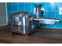 Angel Twin Gear Juicer 5500 excellent condition, long warranty