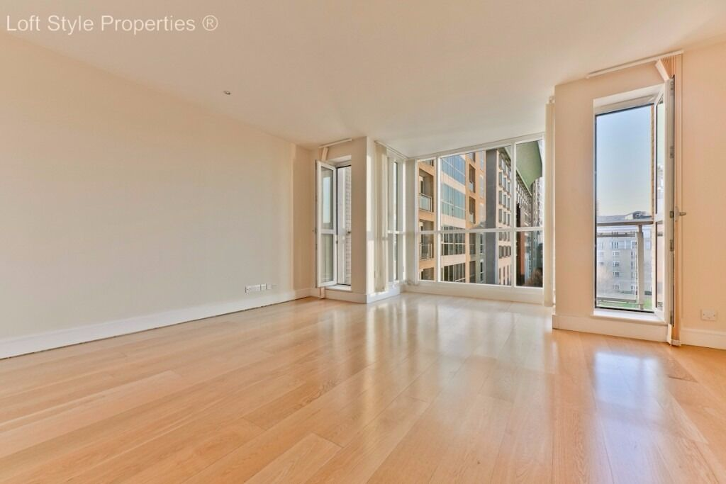 E14 Spacious 3 bedroom, two bathroom apartment in sought after Canary Riverside with river views
