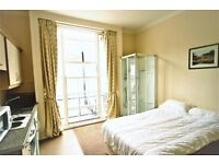 Spacious bedsit apartment in Baker Street *** Available Now ***