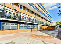 Large 4 bedroom split level flat with 2 bathrooms in Elephant and Castle. Available now!