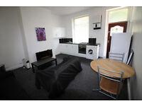 Mid Terrace House - 10 Min Walk To University - Ravensknowle Road, Moldgreen, HD5